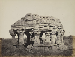 Vethiya Wav: chhatri at entrance to the well, near Mukhana, Kathiawar